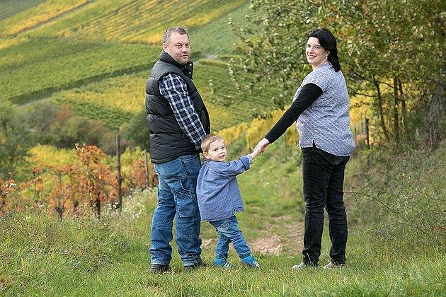 Winzermeister Oliver Hüther mit seiner Familie